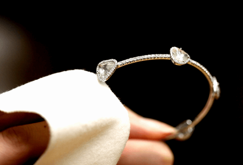 Como limpar uma semi jóia sem estragá-la?